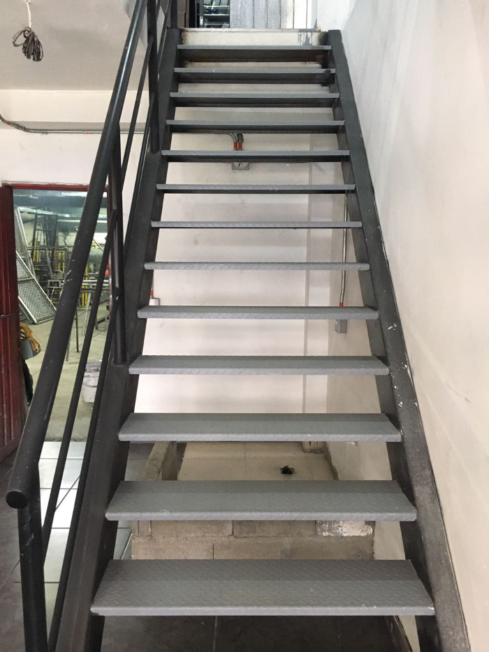 Las mallas s a s sitio web for Escaleras metalicas